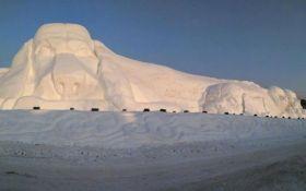 В Китае создали гигантскую собаку из снега: опубликованы зрелищные фото