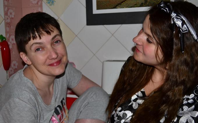 Розмови на кухні: опубліковані перші домашні фото Савченко
