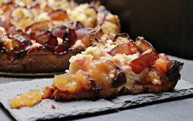 Как приготовить простой и вкусный сливовый пирог: самый популярный рецепт The New York Times