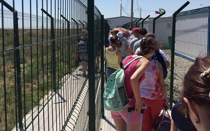 Мережу підірвали фото українців, які їдуть до Криму