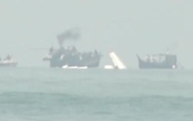 Опубликовано видео с места крушения самолета с украинцами
