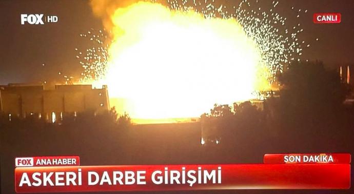 Провальний військовий переворот в Туреччині: хроніка подій, подробиці, найяскравіші фото та відео (9)