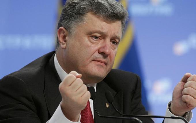 До приїзду Порошенка на Донбасі стрижуть траву і кущі: опубліковано відео