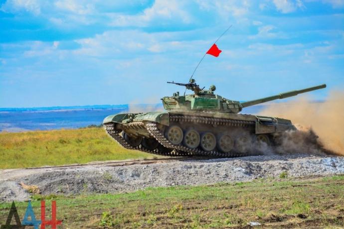 """Прості """"шахтарі і трактористи"""": з'явилися відео та фото танкового біатлону бойовиків ДНР (1)"""