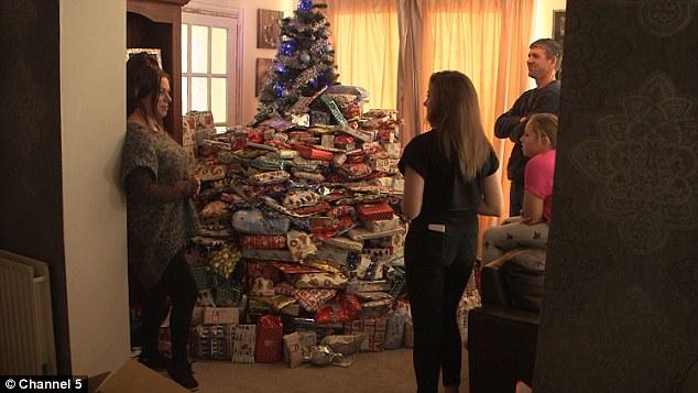 Многодетную мать обвинили, что она портит детей подарками на Рождество: опубликованы фото (1)