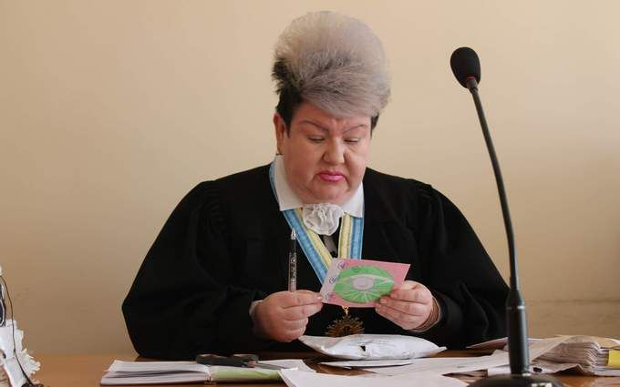 Красота - страшная сила: забавное фото украинской судьи взорвало соцсети
