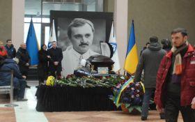 В Киеве попрощались с легендарным футболистом: появились фото и видео