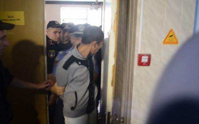 Арешт підозрюваного у вбивстві дівчинки в Лощинівці: з'явилися відео