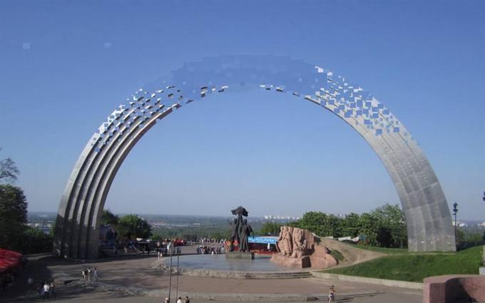 """У соцмережах обговорюють ідею пам'ятника """"дружбі"""" народів у Києві: опубліковано фото"""