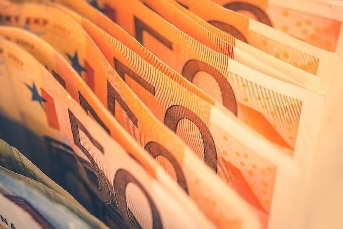 Курс валют на сьогодні 11 лютого: долар дешевшає, евро подешевшав