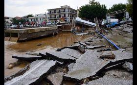Раптова повінь у Греції забрала 7 життів, сотні потребують допомоги