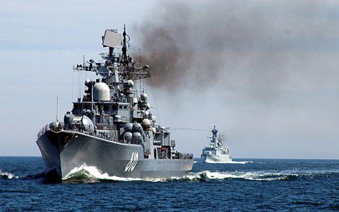 Росія стягує військові кораблі до Криму через Азовське море: подробиці і фото