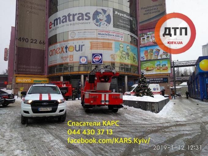 В торговом центре Киева произошел взрыв: фото с места происшествия (3)