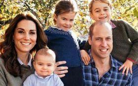 Детские шалости: как принц Джордж и принцесса Шарлотта нарушили королевский протокол на Рождество