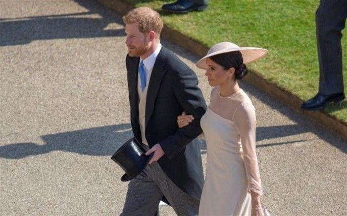 """Принц Гаррі та Меган Маркл """"дебютували"""" в статусі подружньої пари: опубліковані фото"""