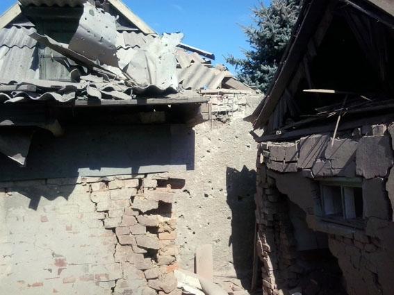 Бойовики ДНР обстріляли і пошкодили православний храм: з'явилися фото (1)