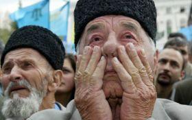 Дороги заблоковані: в будинки кримських татар прийшли з обшуками