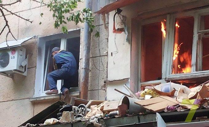 В одеській п'ятиповерхівці прогримів вибух, є загиблий: з'явилися фото