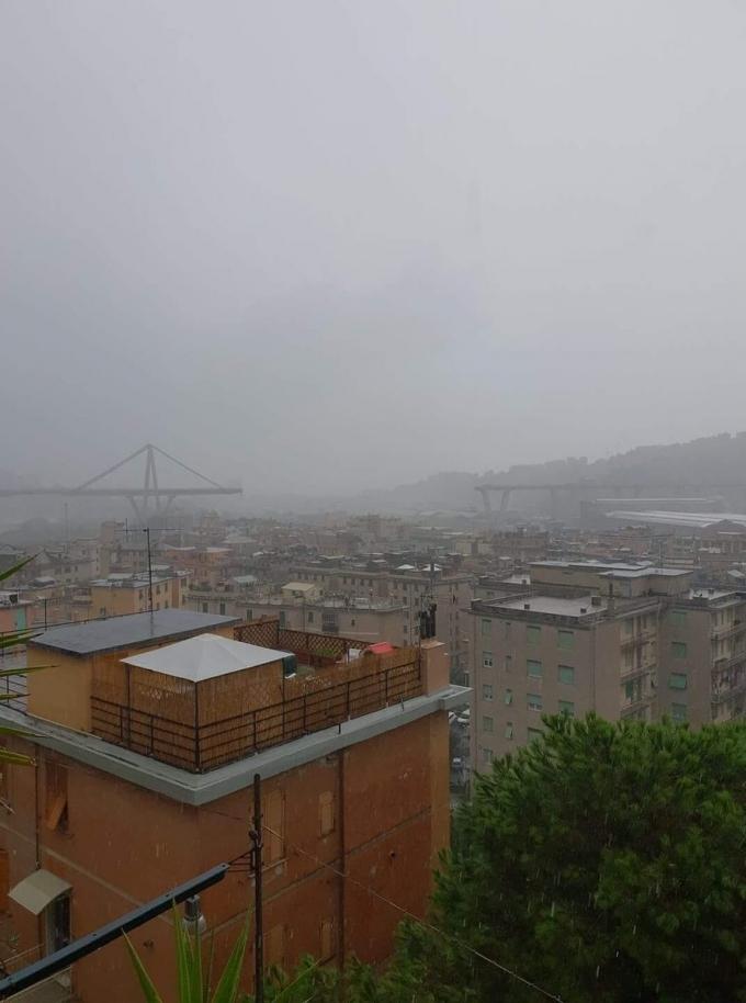 В Италии обрушился автомобильный мост, десятки погибших: опубликованы жуткие фото и видео (3)