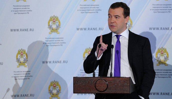 Россиянам надо готовиться к худшему - Медведев