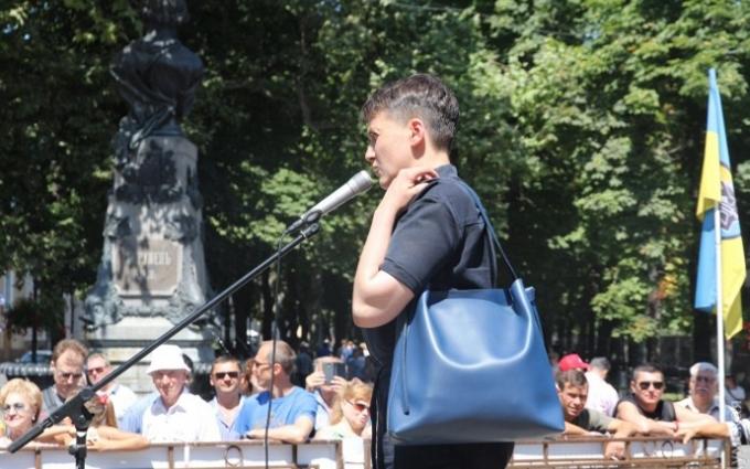 Опубліковано відео яєчної атаки на Савченко