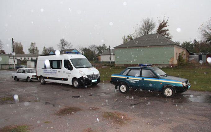 На Чернігівщині біля сільського клубу підірвали гранату, є поранені: з'явилися фото