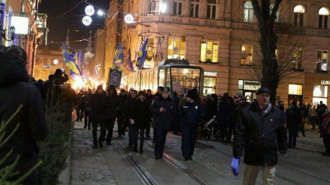 День рождения Бандеры отметили по всей Украине: появились фото и видео (7)