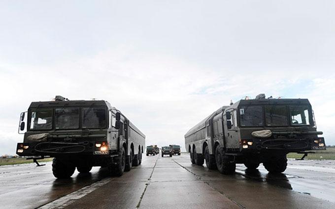 У мережі показали, яку саме зброю Росія стягує до Криму: опубліковано відео