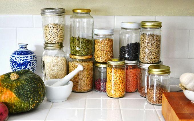 Хозяйке на заметку: как правильно хранить разные продукты на кухне