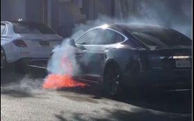 """Режиссер """"Карточного домика"""" чуть не сгорел в Tesla: опубликованы фото"""