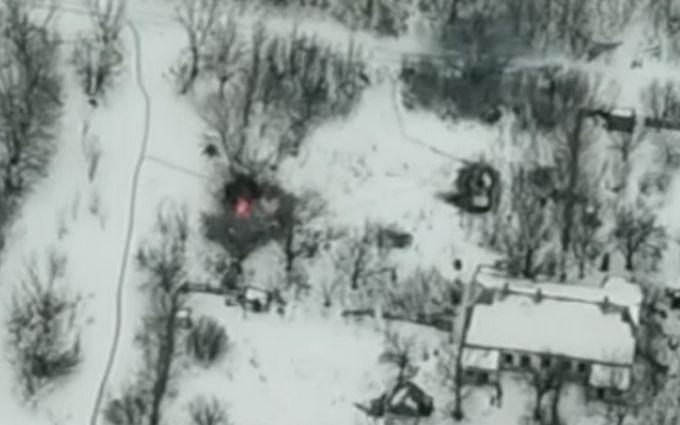 Бійці ЗСУ точним ударом знищили техніку бойовиків на Донбасі: опубліковано видовищне відео