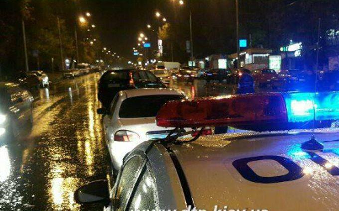 У Києві масштабна аварія, водій збив пішоходів: з'явилися фото