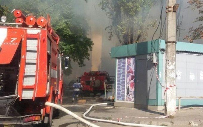 В Одесі сталася масштабна пожежа: з'явилися фото і відео