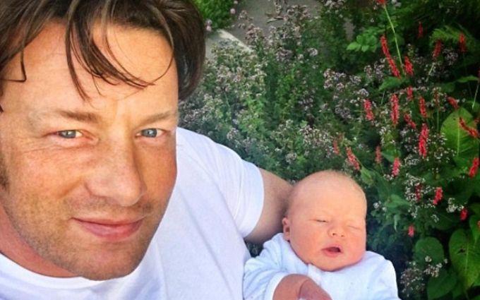 Джеймі Олівер привчає новонародженого сина до здорового харчування: опубліковані фото