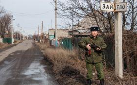 Бойовики на Донбасі, не криючись, воюють зі школи: з'явилося фото