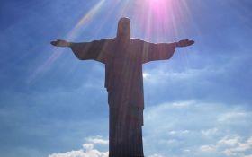"""У Ріо-де-Жанейро відома статуя """"засвітилася"""" кольорами українського прапора: опубліковано фото"""
