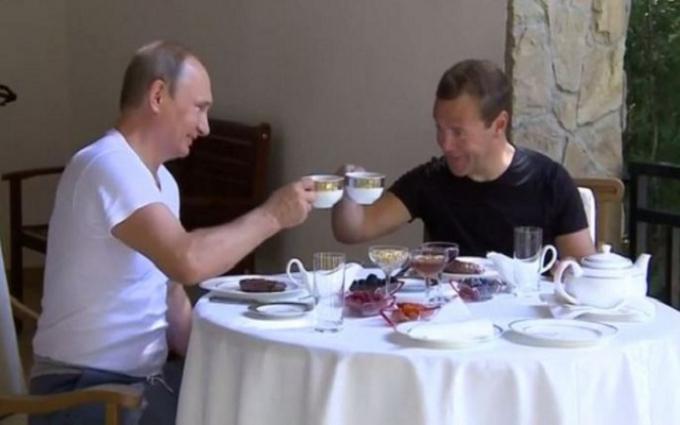 Бывший вице-премьер РФ назвал источники огромных богатств Путина