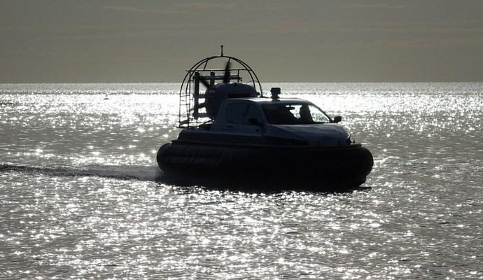 Венгерские пограничники получили судно-амфибию для ловли контрабандистов на границе с Украиной