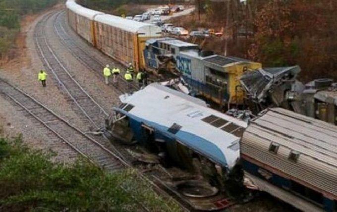 В США произошло столкновение поездов, более сотни пострадавших