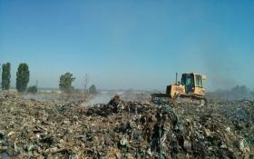 Величезне сміттєзвалище горить під Києвом: з'явилися фото