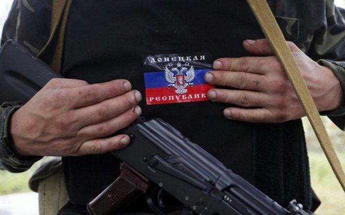 Террористу, который топтал украинский флаг, оторвало ноги
