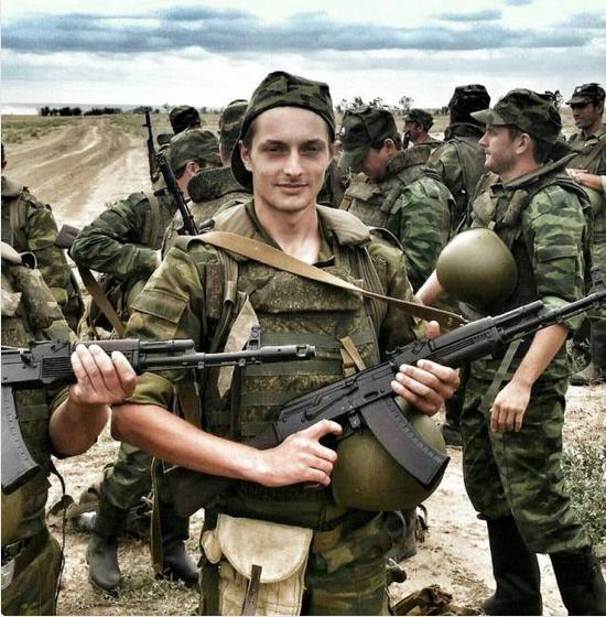 Справжній вигляд армії Росії: в соцмережах висміяли фото з гучних навчань Путіна (1)
