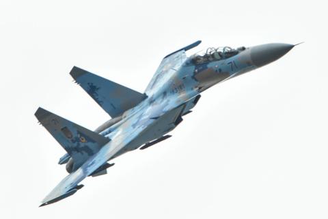 Порошенко передав пілотам ВПС два модернізовані літаки Су-27 (2 фото)