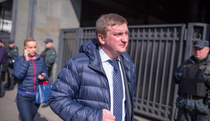 Активисты не пускают главу Минюста на заседание по предотвращению коррупции