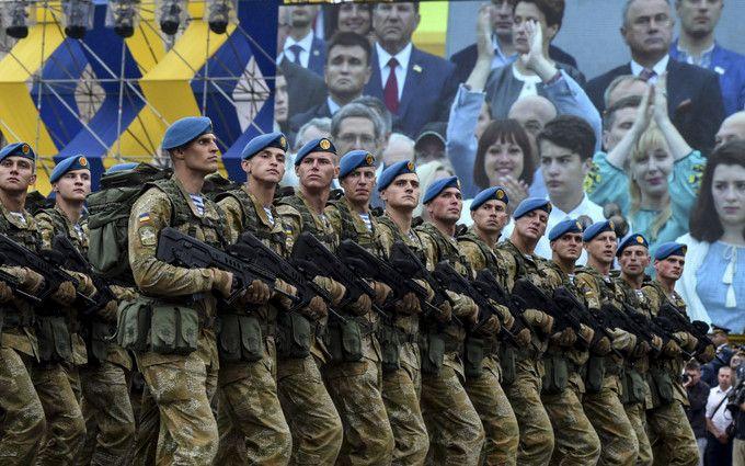 """""""Слава Украине!"""": Порошенко назвал дату официального введения нового приветствия ВСУ"""
