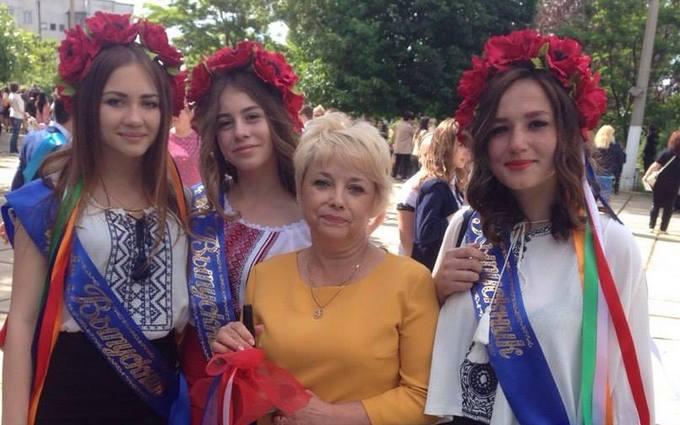 Українські випускниці в Криму: в мережі з'явилися фото сміливих дівчат
