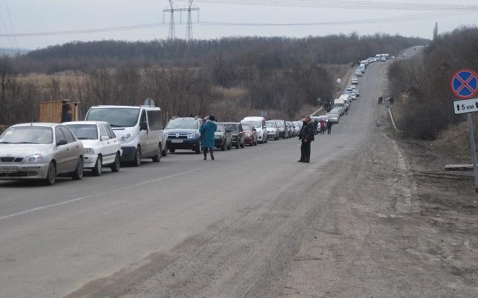 """На """"границе"""" с оккупированным Донбассом огромные очереди: появились фото и видео"""
