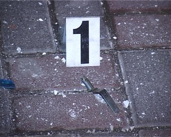 У Києві житловий будинок закидали гранатами: з'явилися фото і відео (1)