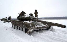 Боевики согнали десятки танков на оккупированную Луганщину: что происходит