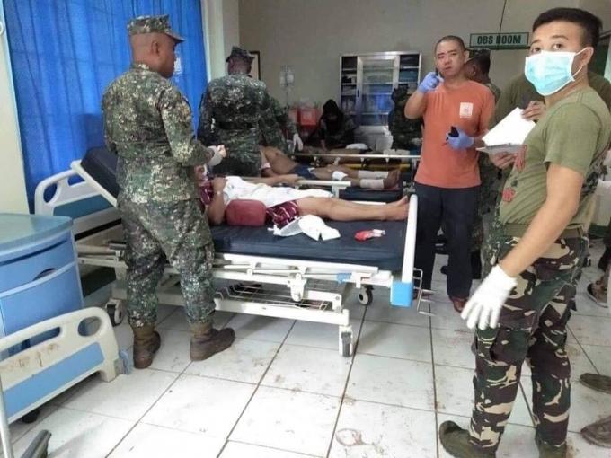 В католической церкви на Филиппинах произошел двойной теракт, десятки погибших: жуткие фото (1)
